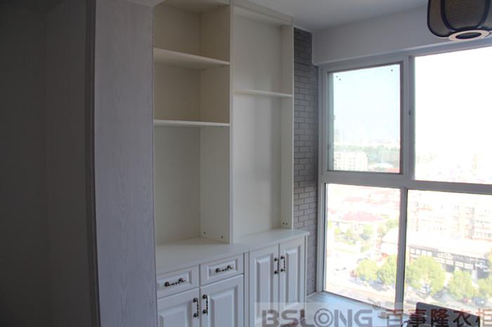 阳台的小柜子,充分利用了空间