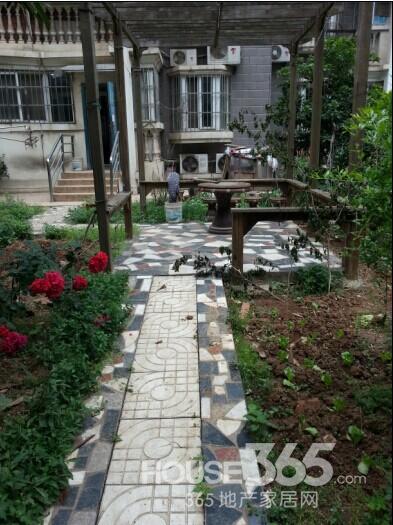 锦绣花园 满五年精装两房 带100平方大院子 急卖图片