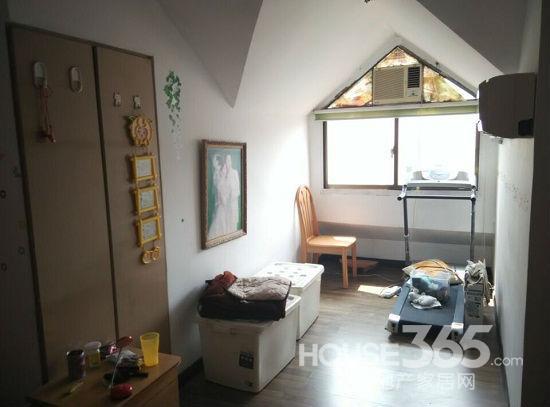 地铁口市政天元城旁 天印花园 精装2房 带阁楼 露台 储藏室