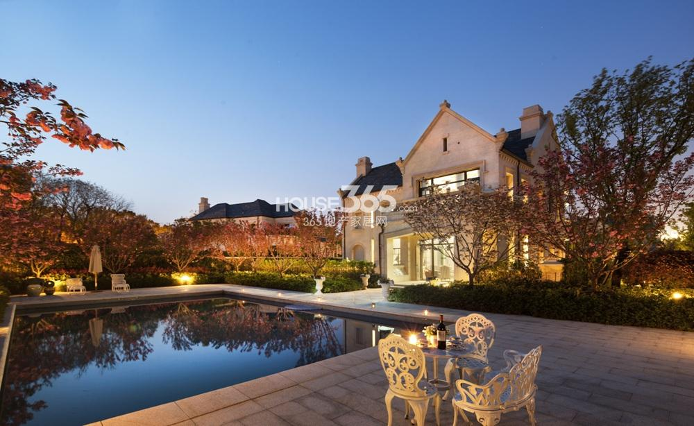 钟山国际高尔夫别墅区占地面积约1037亩,别墅开发总建筑