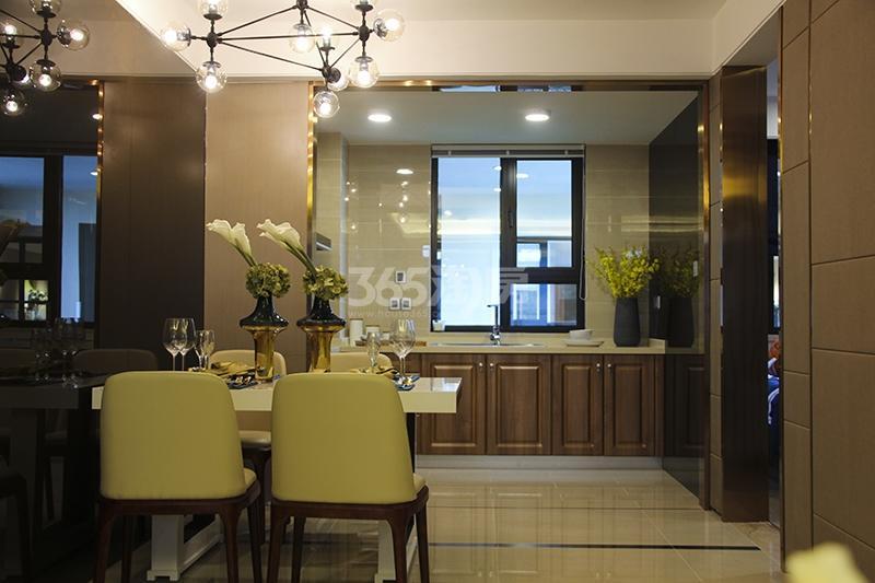 苏宁悦城三期121平样板间餐厅