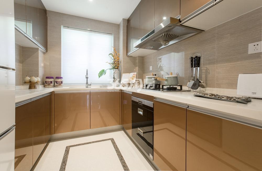 合景映月台115方样板房——厨房