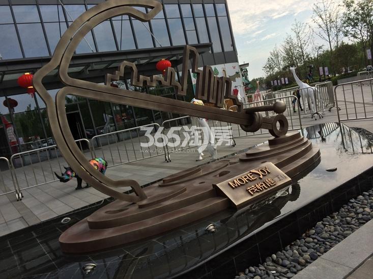 世茂外滩新城项目周边商业实景图(04.18)