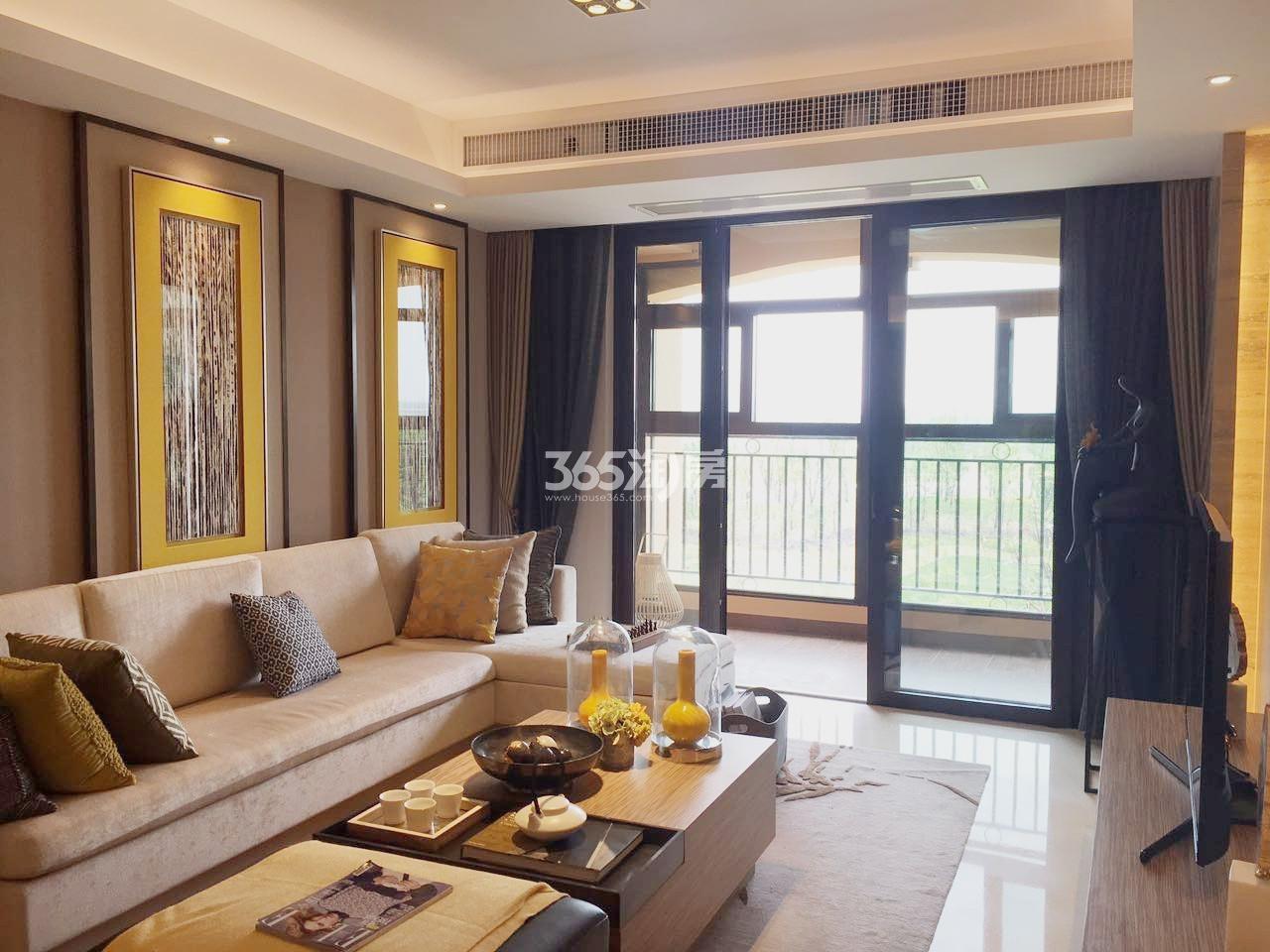雅居乐滨江国际136㎡样板间客厅
