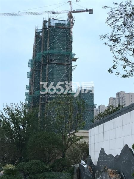 蓝光雍锦里高层工程进度实景图(2017.6 摄)