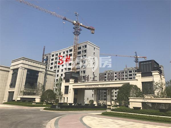 港利上城国际景观通道入口实景图(9.15)