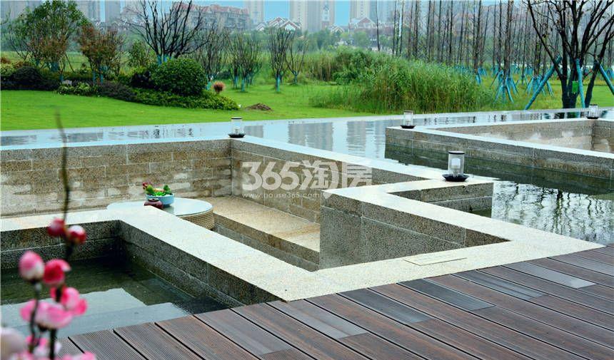 金科半岛壹号示范区人工湖侧面实景图(9.29)
